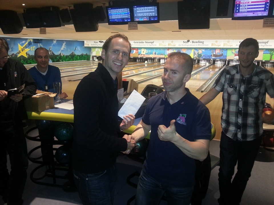 http://round-table.de/redaxo/index.php?rex_media_type=rex_mediapool_maximized&rex_media_file=charity_bowling_nov_14_02_c845cf946b.jpg&buster=1559862487